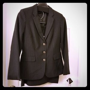 Dresses & Skirts - NEW: 2- piece pinstriped skirt suit